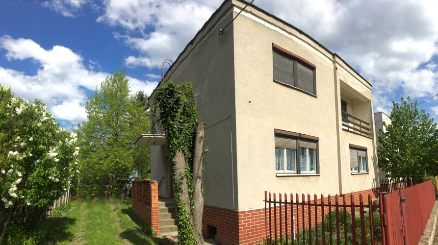 5 izbový poschodový rodinný dom, veľký pozemok 2673 m2, Voderady, 150.0000 €