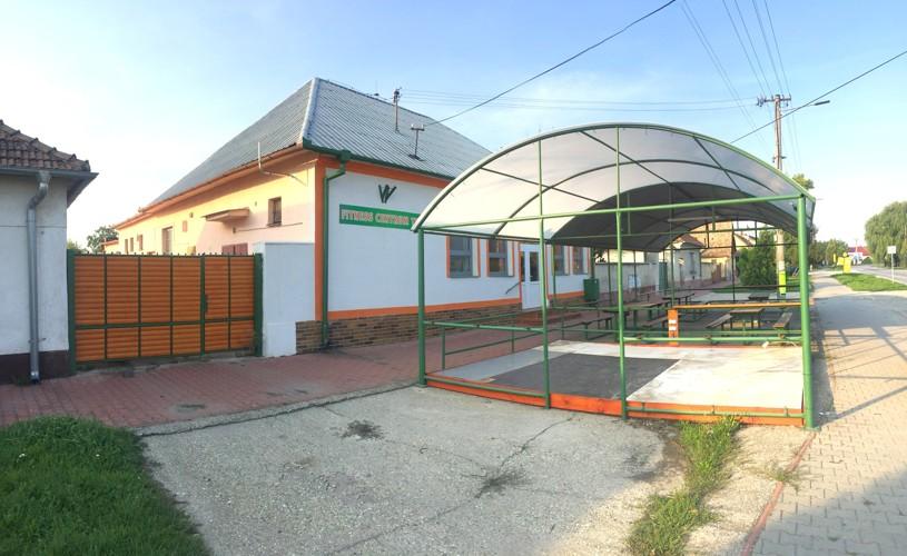 Rodinný dom /obchodný priestor/ 200 m2 v centre na pozemku 1575 m2, Diakovce 75.000 €