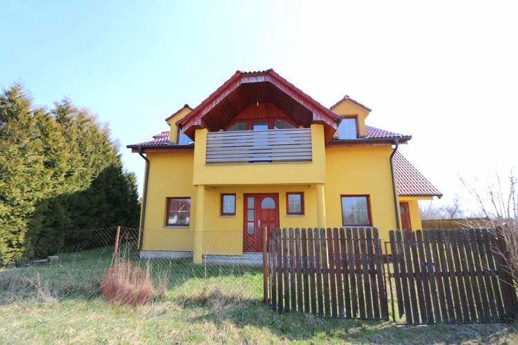 REZERVOVANÉ – 6 izbový rodinný dom a garáž, úžit.plocha 250 m2 na pozemku 643 m2, Veľké Úľany 139.500 €