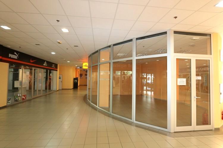 Obchodný priestor 30 m2 na prízemí v centre mesta Galanta, v polyfunkčnom dome Galaxia. 320 €