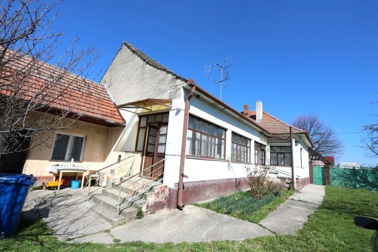 3+1 izbový rodinný dom na veľkom pozemku 1910 m2, Matúškovo