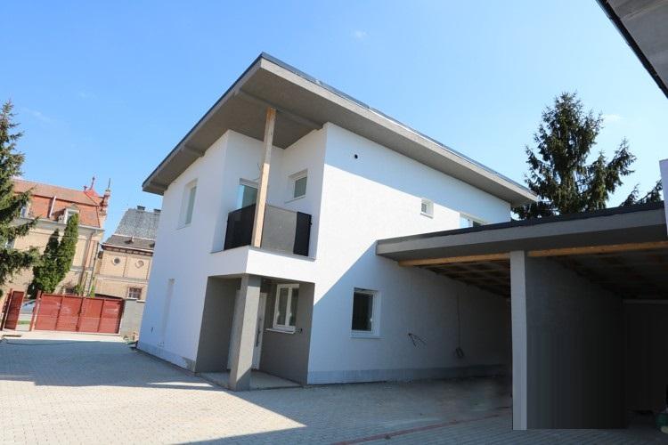 NOVOSTAVBA – 4 izbový rodinný dom 123 m2 + terasa 17 m2 + zastrešené státie pre auto 20 m2, Sládkovičovo na menšom pozemku 253 m2