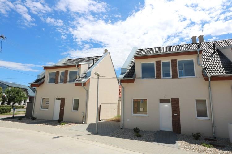 NOVOSTAVBA 2016 – poschodový 4 izbový rodinný dom (106 m2) pozemok 168 – 189 m2, Matúškovo