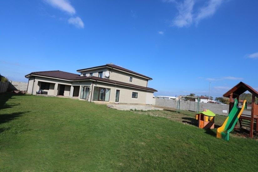 EXKLUZÍVNA NOVOSTAVBA  6 izbový rodinný dom pred dokončením na veľkom pozemku, 2garáž, priamo v meste Galanta
