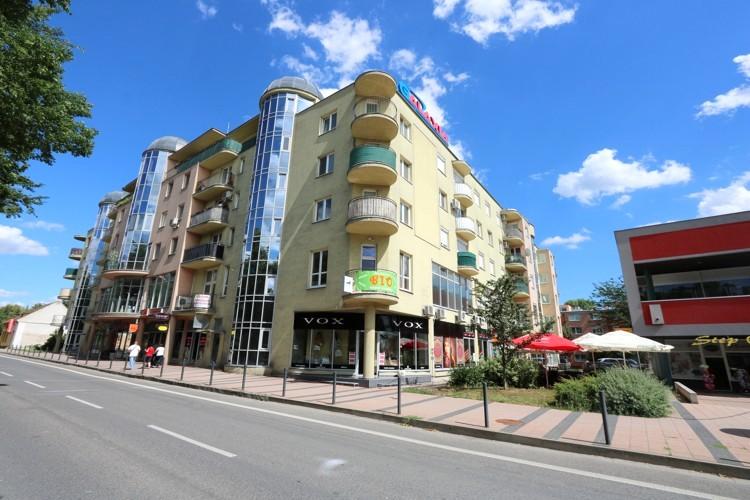 Obchodný priestor 51 m2 na podnikanie na 1.poschodí v obchodnom dome GALAXIA v centre mesta Galanta 25.500 € + DPH