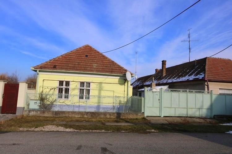 3 izbový rodinný dom 160 m2 v obci Malá Mača na veľkom pozemku 1763 m2. 72.999 €