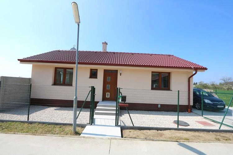 REZERVOVANÉ! 3 izbový rodinný dom 82 m2, terasa 44 m2, krásny pozemok 800 m2, Javorinka