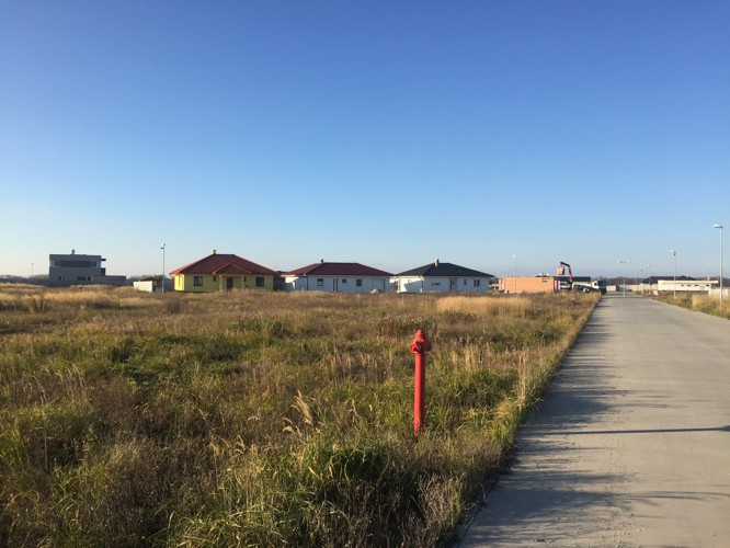 Stavebný pozemok v novej štvrti medzi obcami Veľké Úľany a Jelka 57 €/m2