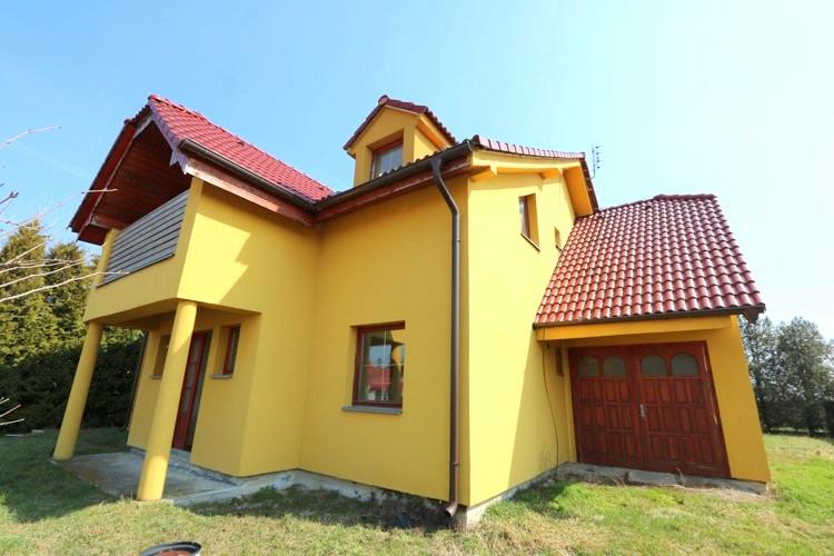 6 izbový rodinný dom a garáž, úžit.plocha 250 m2 na pozemku 643 m2, Veľké Úľany 139.500 €