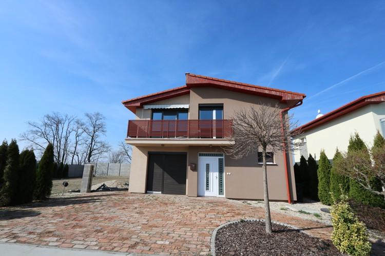 Komplet dokončený 5 izbový veľký rodinný dom NOVOSTAVBA, obytná p. 147 m2 pozemok 640 m2 v meste Galanta, časť Kolónia.