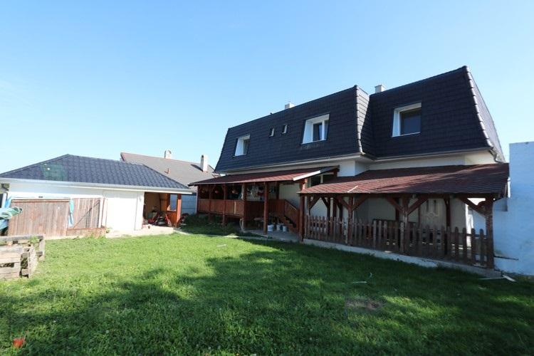 Na prenájom 3 a 4 izbový byt, obývateľný suterén, 330 m2, pozemok 800 m2, Veľké Úľany