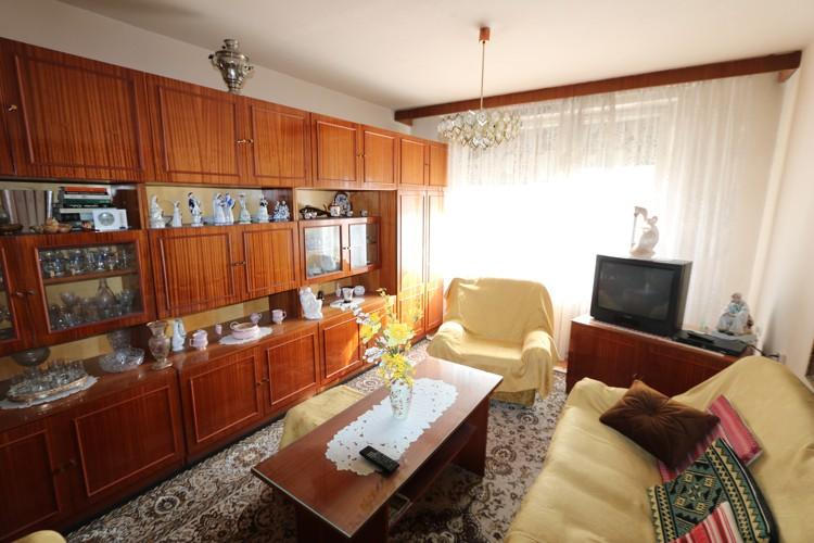 Pôvodný 3 izbový byt 72 m2, 2/12, balkón, Galanta, štvrť SNP