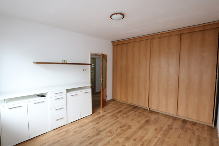 Zariadený 1 izbový byt 36 m2, 1/5 , dobrá lokalita, Galanta (ul. Revolučná pri Bille)