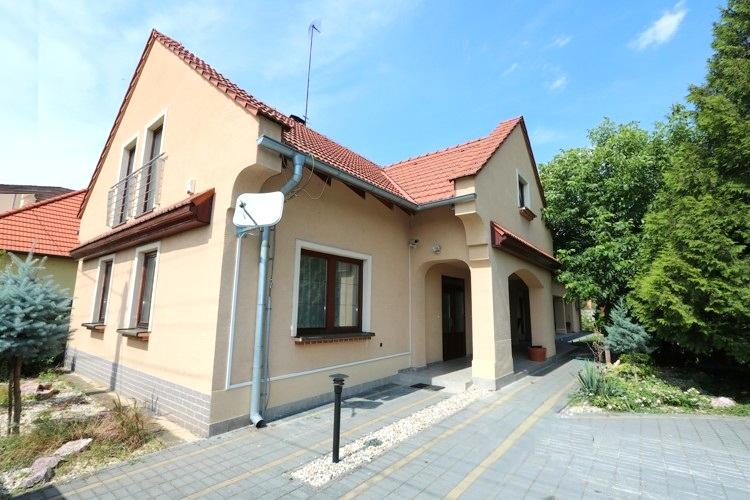 NOVÁ CENA 239.000 € Viac izbový rodinný dom / chata v obci Kajal, okres Galanta.