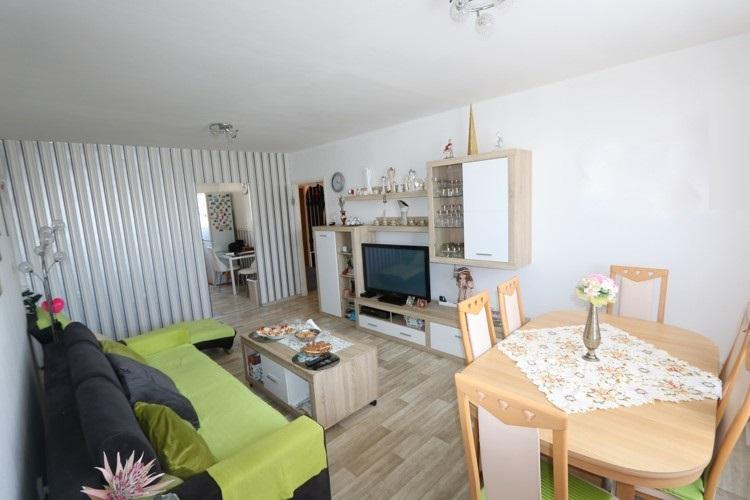 REZERVOVANÝ! Veľký 4 izbový byt, 87 m2, 5/8, loggia v meste Trnava, ul. Veterná