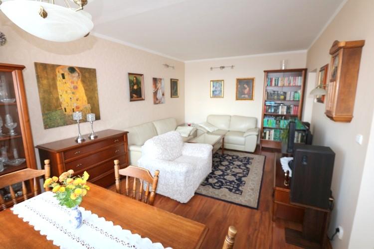 Zariadený 3 izbový byt, 77 m2, 4.posch., Galanta, Železničiarska.