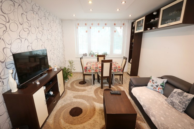 Zrekonštruovaný zariadený 3 izbový byt 67 m2 s loggiou, 2/8. Trnava, Nerudova
