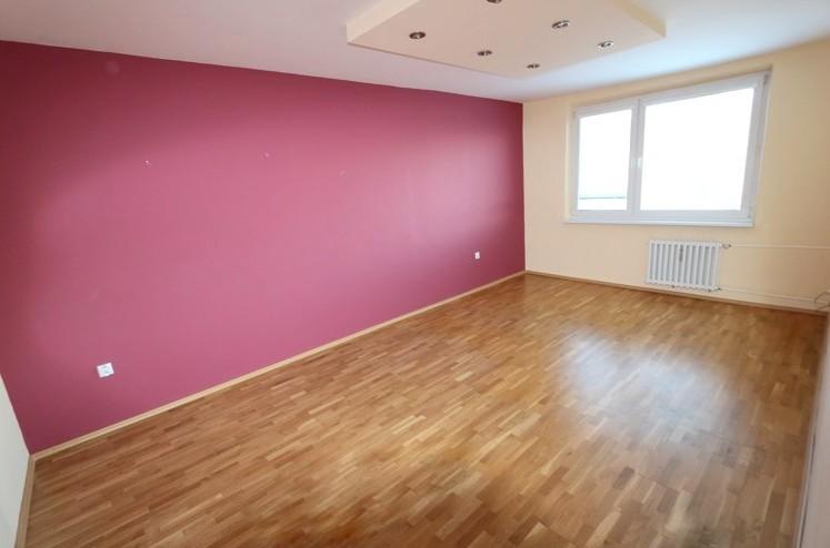 Zrekonštruovaný veľký 3 izbový byt, 85 m2, 6.posch., Galanta, ul. Revolučná pri Bille