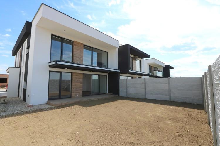 Moderná novostavba – 3 izbový byt 75 m2 s terasou 10 m2, vlastným pozemkom 99 m2 a parkoviskom. Košúty, okres Galanta.