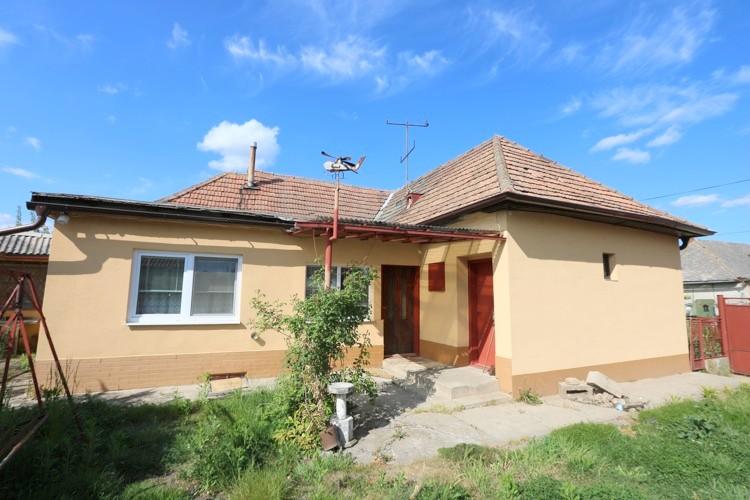 3 izbový rodinný dom 82m2  na pozemku 1250 m2 , Košúty