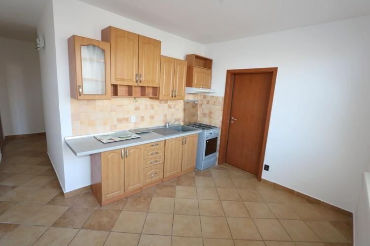 NOVINKA! Priestranný 3 izbový byt 75 m2 3.poschodie v centre mesta Galanta, ul. Hlavná