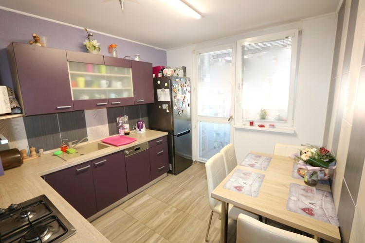 Veľký 3 izbový byt 79 m2 s loggiou, 5/7. Galanta, ul.Mierová