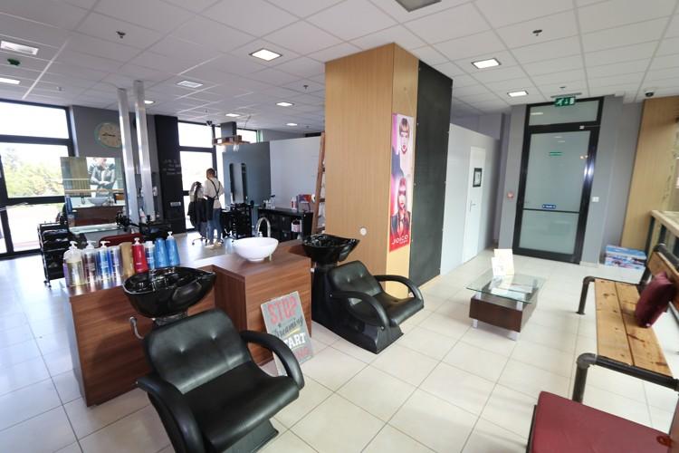 Zariadený a zabehnutý kadernícky salón 91 m2 v centre mesta Galanta, novostavba JAS PARK – 2.poschodie