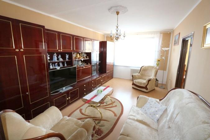 3 izbový byt 73 m2, 10/12, balkón, špajza, Galanta, štvrť SNP
