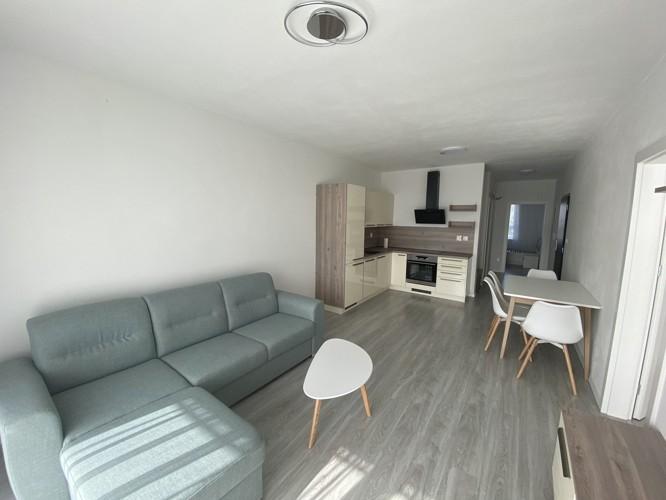 Pekný zariadený 2 izbový byt 67 m2 + súkromné státie pre auto, novostavba West, Galanta